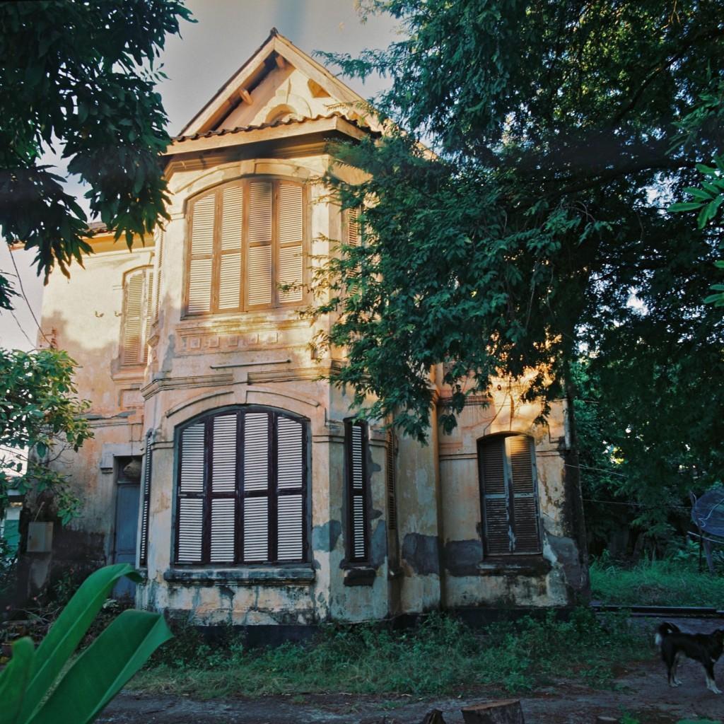 ラオス コロニアルスタイルの家 laos colonial style house