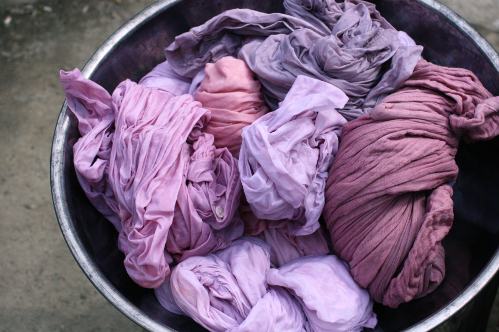 lac dye ラックで草木染め リネン ブラウス dyed with lac natural