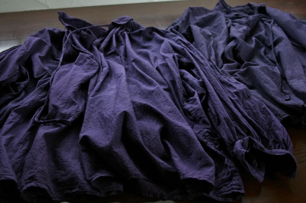 草木染めオーガニックコットン コチニール染め/ organic cotton blouse dyed with cochineal 紫