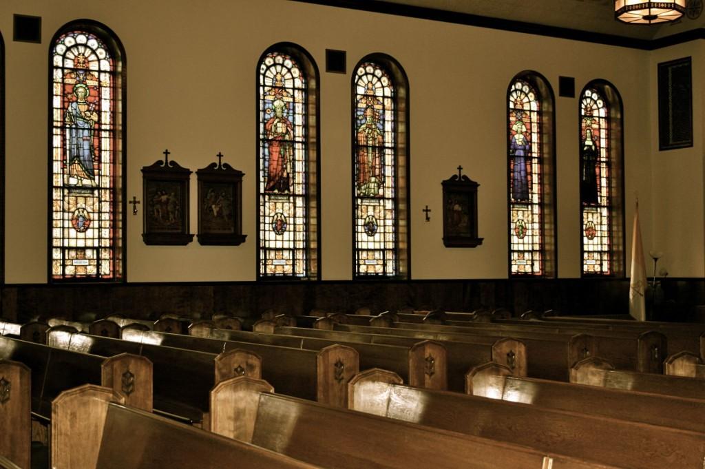 church inside 教会内部