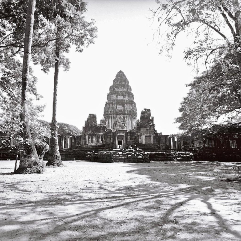Prasat Hin Phimai 去年行ったピマーイ遺跡。クメールの遺跡は修復されたところだとこんな感じです。