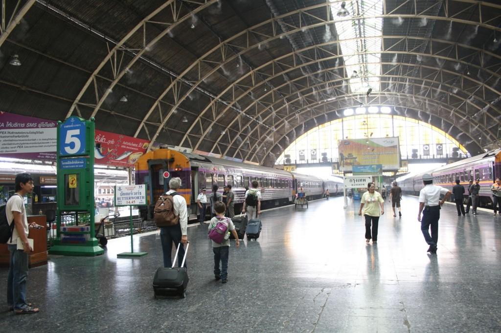 バンコクの鉄道駅、ファラポーン駅/ Hua Lamphong station, Bangkok