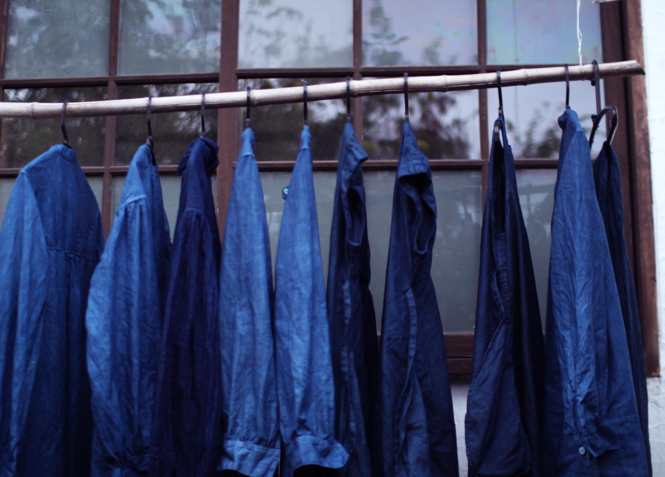 琉球藍 本藍 藍染め リネン ワンピースとチュニック乾燥