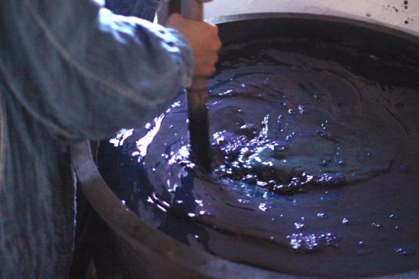 毎日朝夕撹拌し、PHをチェックして、必要であれば消石灰や日本酒などをその都度与えます。