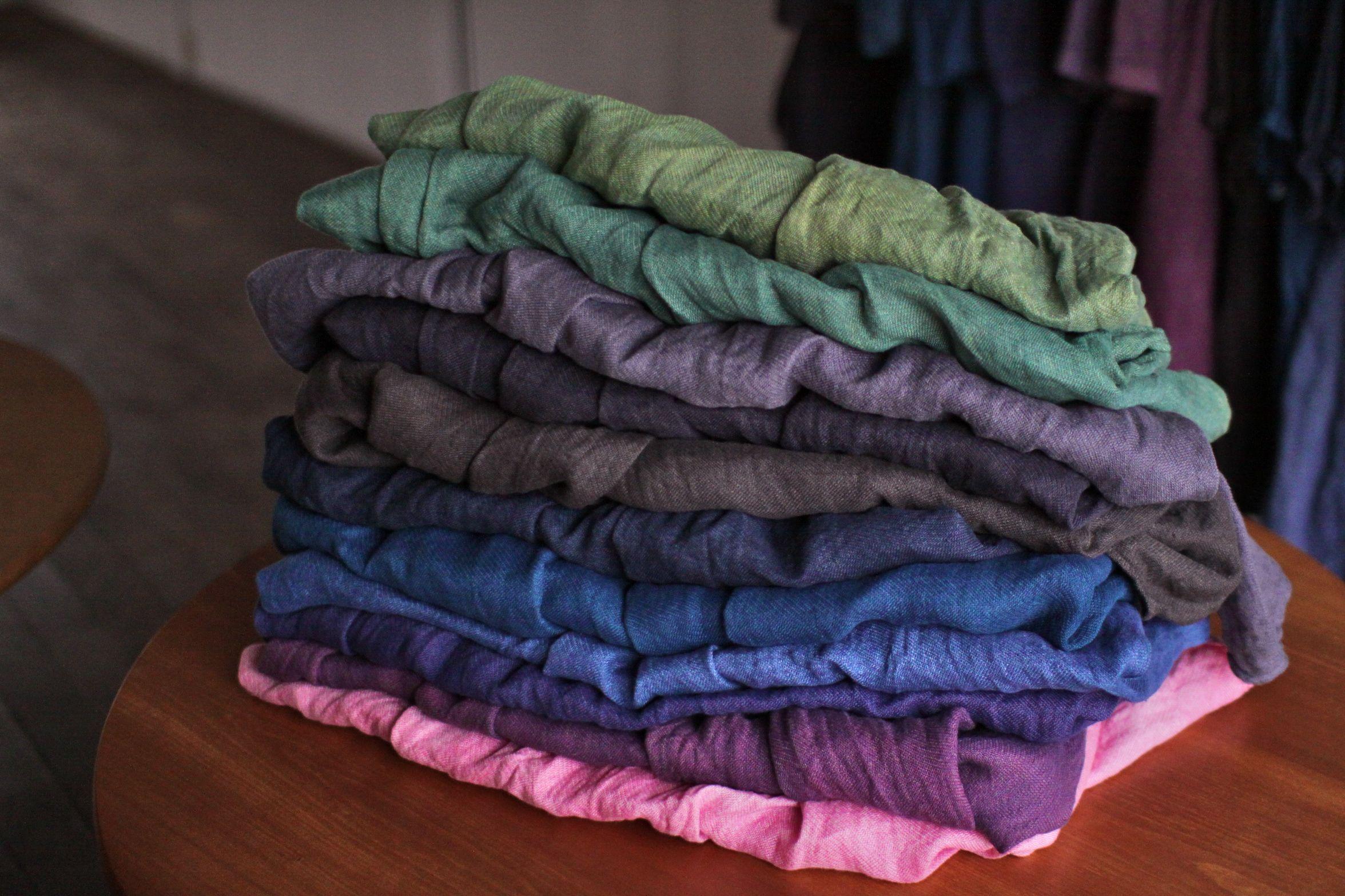 リネンガーゼのブラウス 色のバリエーションはこんな感じです Linen gauze blouse in various colours