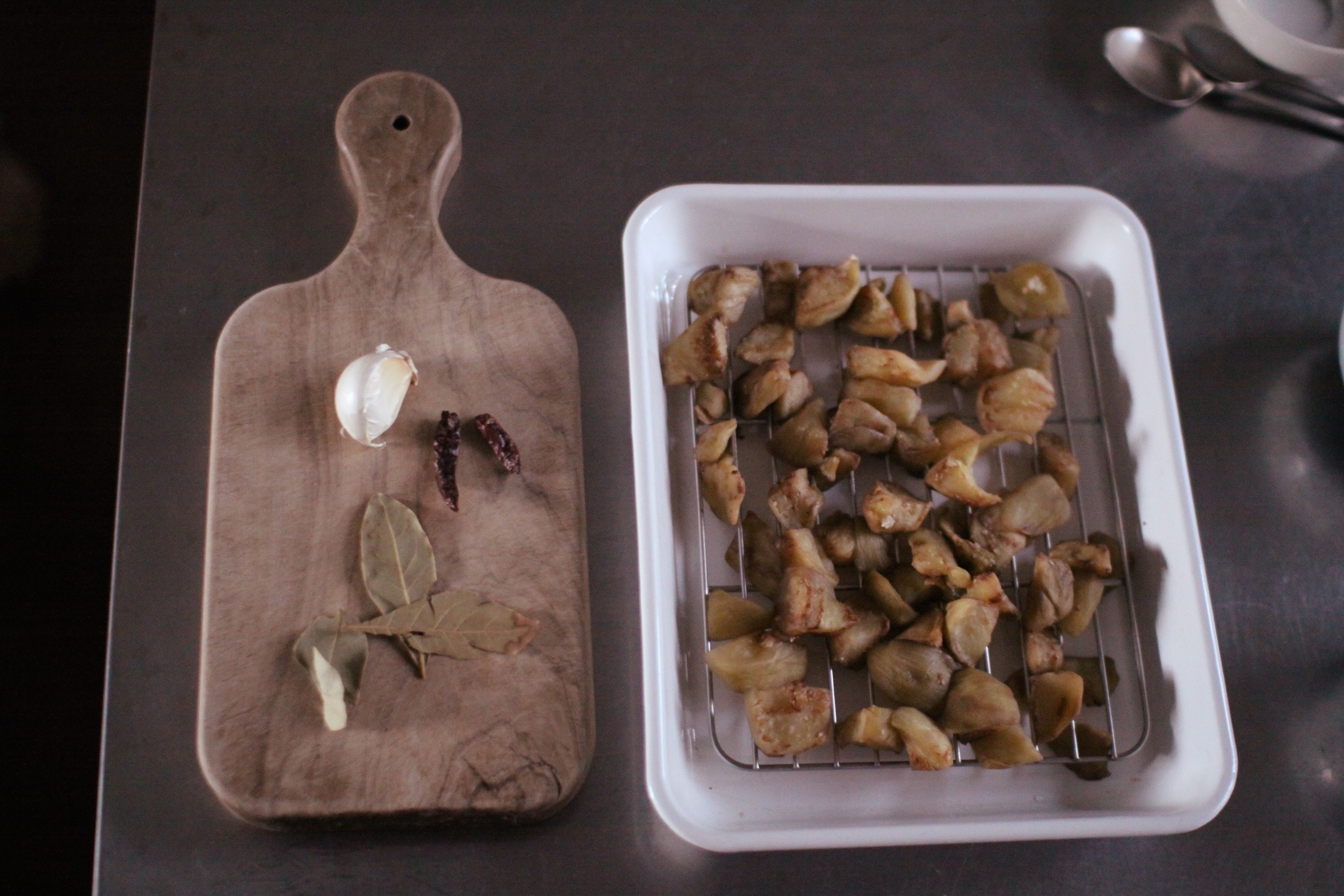 ナスのピクルス 準備中 Ingredients for Calabrian-style eggplant pickles (melanzane sott'olio)