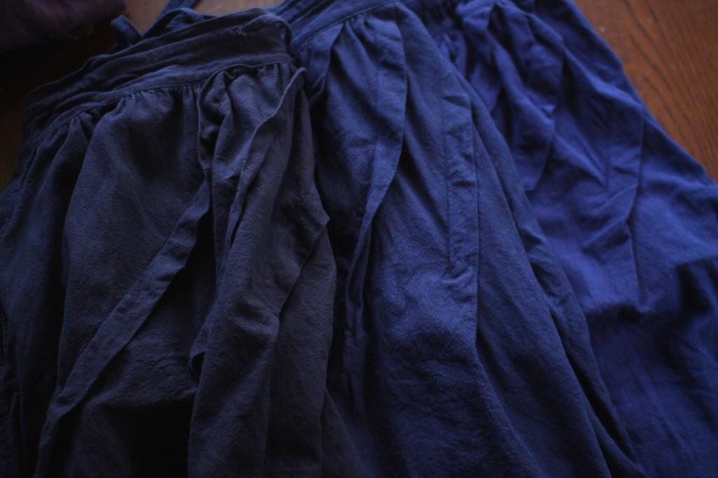 タイの藍染めコットンスカート。更に藍で染めて濃くしたものもあります。