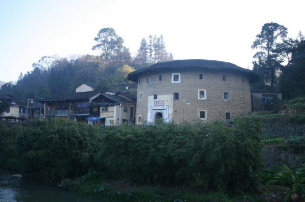福裕楼(宿泊宿)の向かいにある、小さな規模の土楼 如升楼。