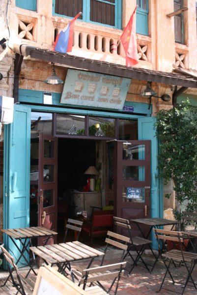 カフェ入り口。今日行ったら、食事メニューは終わっていました(泣)。Savannakhet, Laos