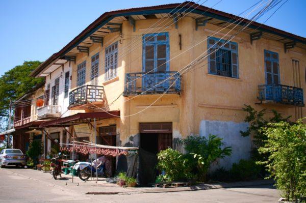 物干し竿にソーセージが干してあるのが気になりました Thakhek, Laos