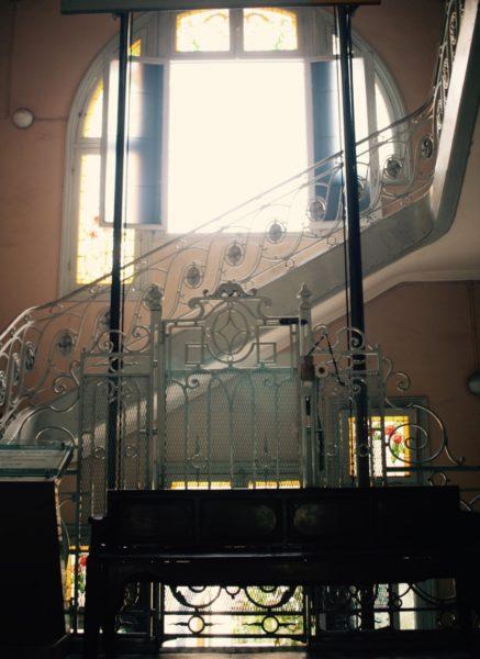 サイゴンで一番古いエレベーター HCMC Fine Art Museum/胡志明美术馆 Bảo tàng Mỹ thuật thành phố Hồ Chí Minh, Vietnam