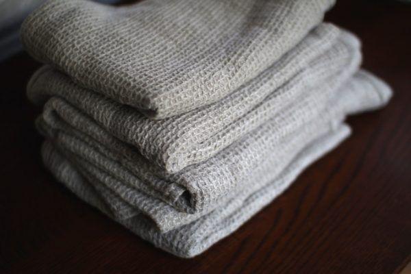 リネンのワッフル生地で作ったタオル。まさに亜麻色。