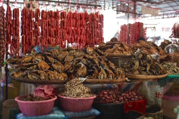 パクセ朝市 Dao Heuang Market (Morning Market) in Pakse