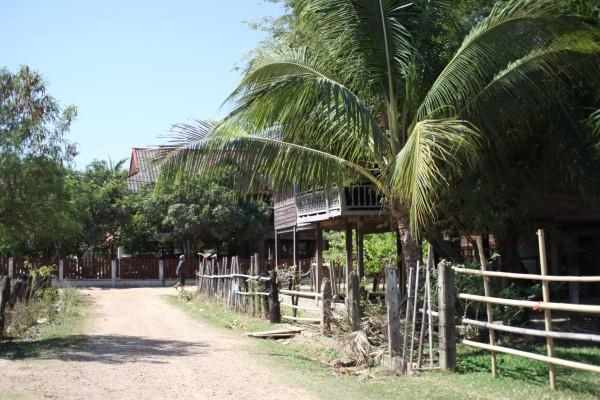 織物の村 木造の二階建ての家もまだ残っています
