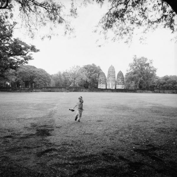 スーコタイ歴史公園にて こちらも後ろにクメール風の遺跡 Sukhothai 2015