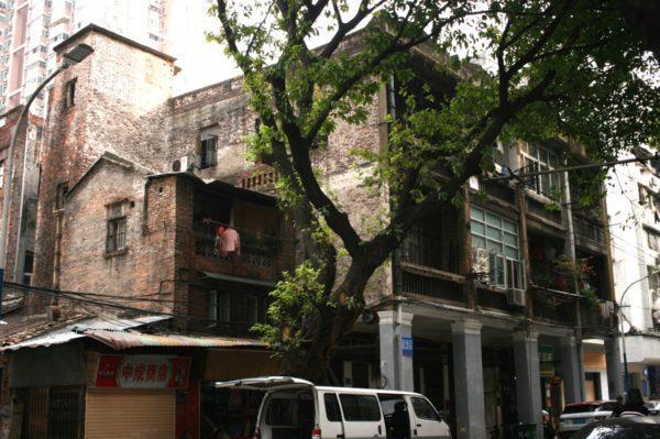 広州 レンガの建物