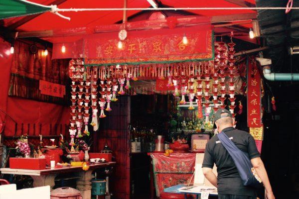 リトルインディアのど真ん中にある、中国寺。なぜでしょう?Chinese temple in Little India