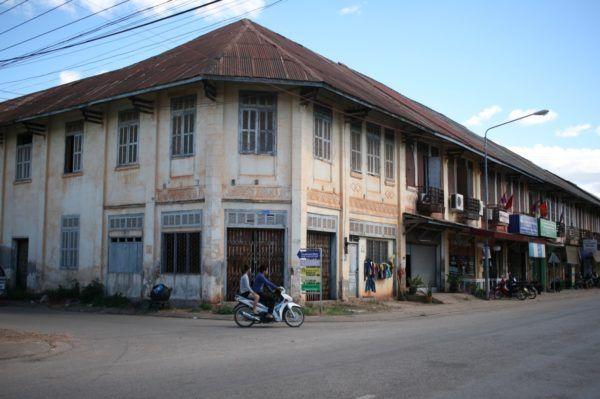 朽ちるに任せる ターケークの街並み Thakhek, Laos