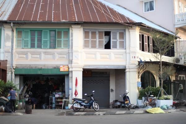 パクセの建物 Colonial building in pakse