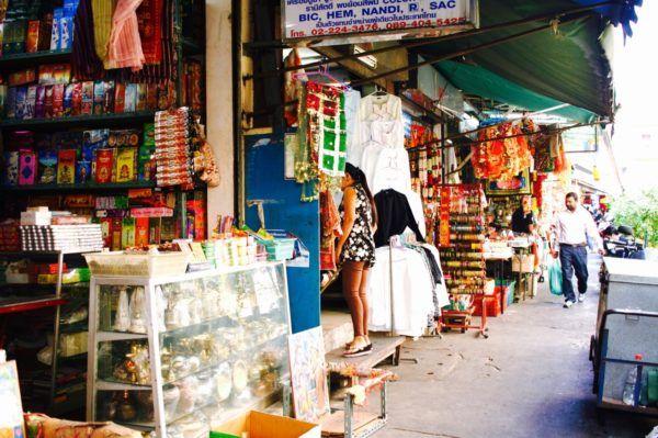 この通りに入ると、いきなりインド色になります。Little India in Bangkok