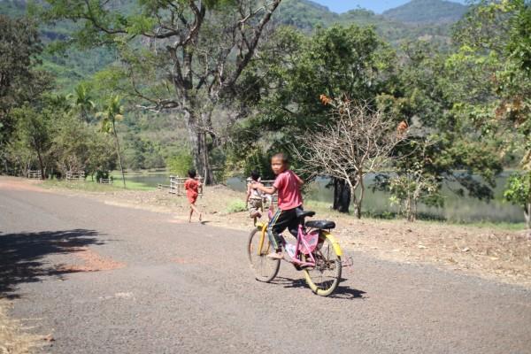 シャイな子供たち Champasak, Laos